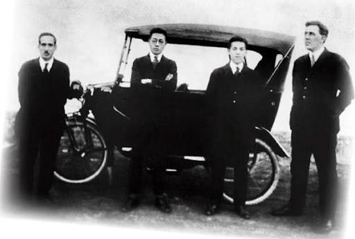 William Reagan Gorham (at the right)